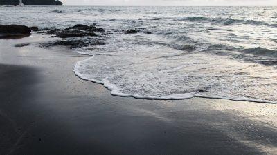 """เที่ยวทะเลแบบไม่เหมือนใครได้ที่ """"หาดทรายดำ"""" จังหวัด ตราด"""