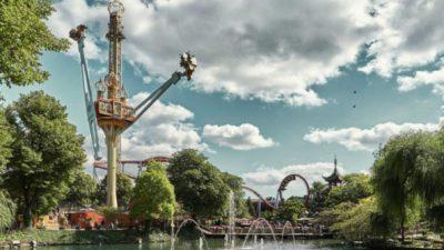 Tivoli Gardens สวนสนุกในโคเปเฮเก้น ในประเทศเดนมาร์ก