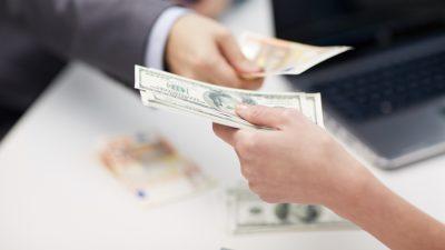 แลกเงิน ยังไง…ไม่ให้ค่าเงินผันผวน เมื่อเตรียมเงินสดไปเที่ยวต่างประเทศ